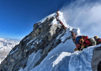 Overcrowding on Mount Everest claims three more lives