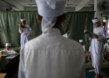 Malaysian officials go undercover to spy on fasting Muslims