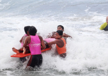 Close call: Surfers rescue children from drowning at Bali beach