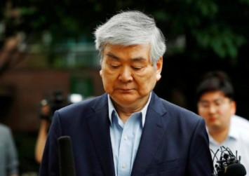 Korean Air shareholders oust tycoon from board in landmark vote