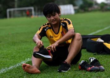 Paddy fields of dreams: The Myanmar teen making way in women's football
