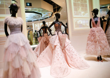 Dior gowns that made headlines star in London exhibition