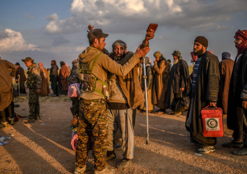 Exodus from last ISIS enclave overwhelms Syria force