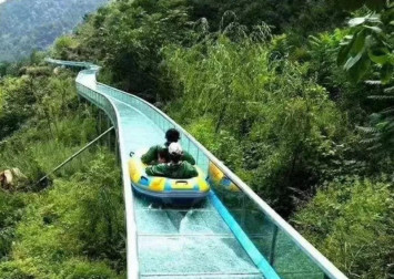 Two killed, 12 hurt in Chinese theme park slide accident