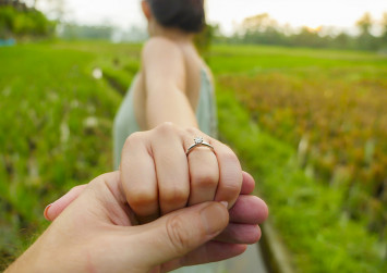 Propose on the cheap: Get a 1-carat diamond ring for less than $2k in Singapore - she'll never know the difference
