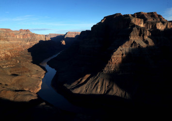 Macau tourist taking selfie at Grand Canyon falls to his death