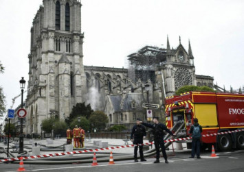 Notre-Dame fire: Firefighters form human chain to rescue priceless treasures