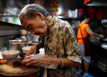 90-year-old noodle vendor helps keep Singapore foodie culture alive