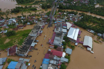 At least 17 dead, thousands displaced after severe Indonesia floods