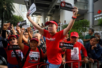 Thai demonstrators protest alleged cheating in election