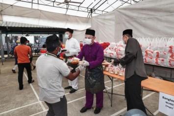200,000 migrant workers get special Hari Raya Puasa meal