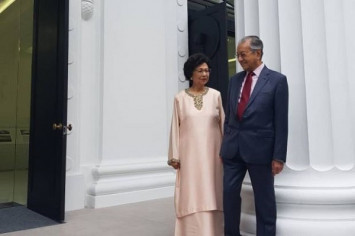 Nostalgic journey for Mahathir and wife Siti Hasmah at NUS reunion