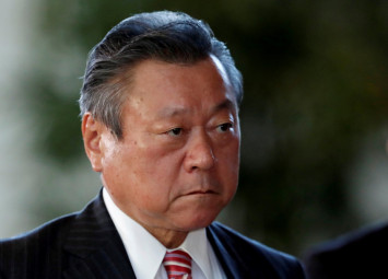 Japan cyber security minister admits shunning PCs, doesn't know what a USB drive is