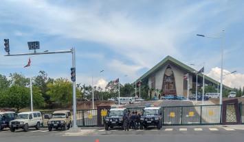 Papua New Guinea police, soldiers storm parliament over unpaid APEC bonuses