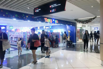 Police looking into alleged abduction attempt at Suntec City Toys 'R' Us outlet