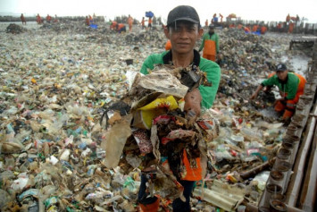 Indonesian island clean-up nets 40 tons of rubbish daily