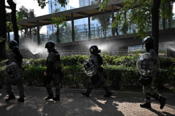 Hong Kong police shoot protester in chest: Live broadcast
