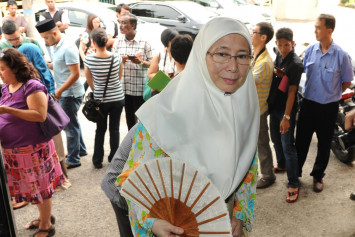 No rush to make Anwar PM, says Wan Azizah