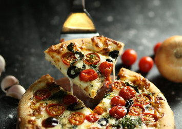 English restaurant looking for 'professional pizza taster'