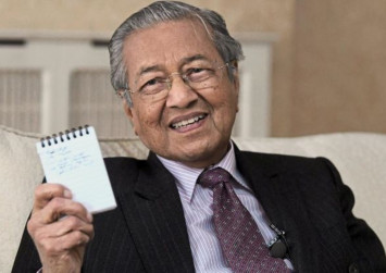Dr Mahathir: Charges against Rosmah according to rule of law, not act of revenge
