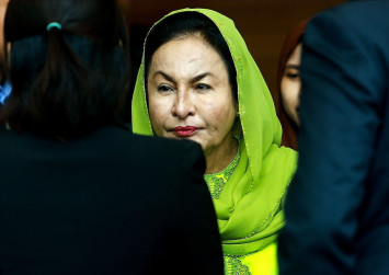 Hold on to your hope in God, Najib tells Rosmah
