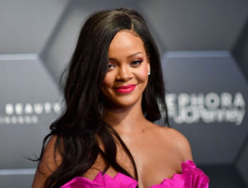 Rihanna urges fans to sign up to vote in US November mid-term polls