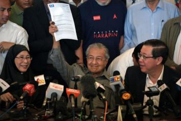 Veteran editor alleges several Malay sultans tried to stop Mahathir from becoming PM again