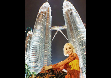 Malaysians arguing with Indonesians over Petronas Twin Towers