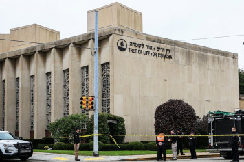 Gunman targeting Jews kills 11 in US synagogue