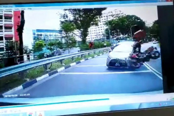 19-year-old foodpanda rider and 7-year-old girl among 4 taken to hospital after Woodlands accident