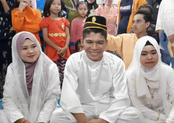 Malaysian man marries 2 women at the same time