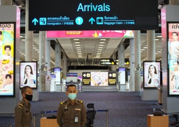 Thailand welcomes tourists back as Bangkok protests heat up