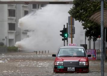 Typhoon barrels towards Hong Kong and south China coast