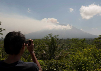 Residents near Bali's Mt Agung begin to relocate their livestock as threat of eruption looms