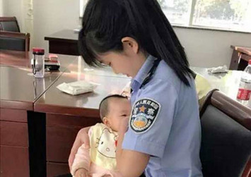 Photo of China bailiff breastfeeding suspect's baby outside courtroom goes viral