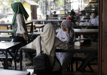 Indonesia's Aceh bans men and women from dining together