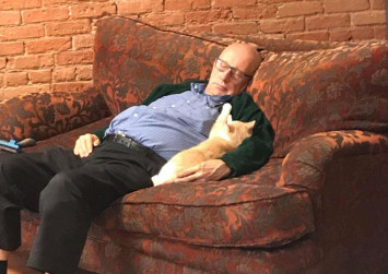 This grandpa takes catnaps at shelter, raises over $50,000 in donations