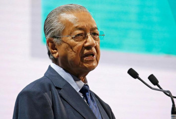 Malaysia has doubts over some findings in MH17 probe: Mahathir