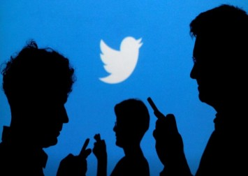 Twitter investigates complaints its photo-cropping tool favours white faces