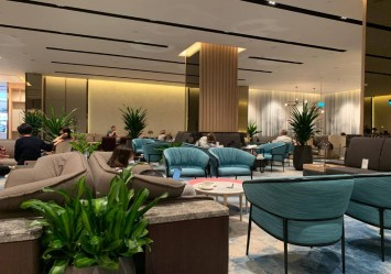 I paid $18 to work at Jewel's Changi Airport Lounge and it's more worth it than going to a cafe