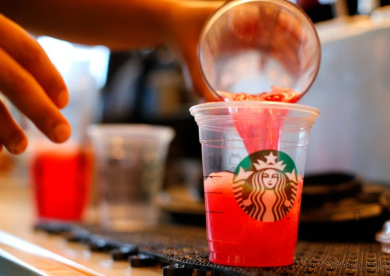 US woman sues Starbucks for $6.7 million over too much ice in drinks
