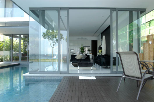 Photos singapore bungalows for Floor to ceiling glass panels