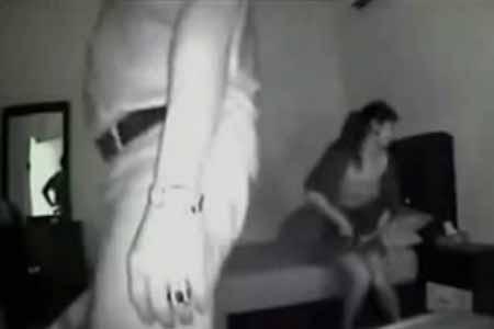 snyal-na-skrituyu-kameru-seks-druzyami