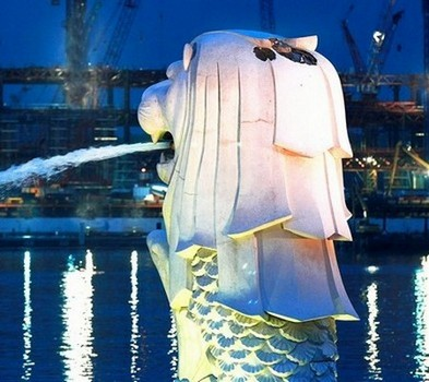 Merlion Singapore Lightning Picture on Singapore S Tourism Icon  The Merlion  Was Slightly Damaged On 28