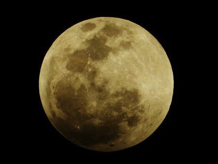 Singaporeans treated to last lunar eclipse till 2014